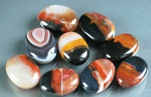 цвета камня сардоникс