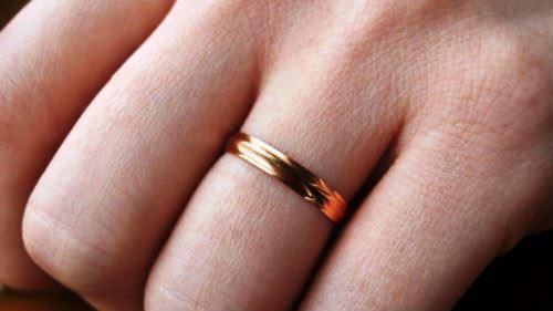 обручальное кольцо мужчина не носит почему